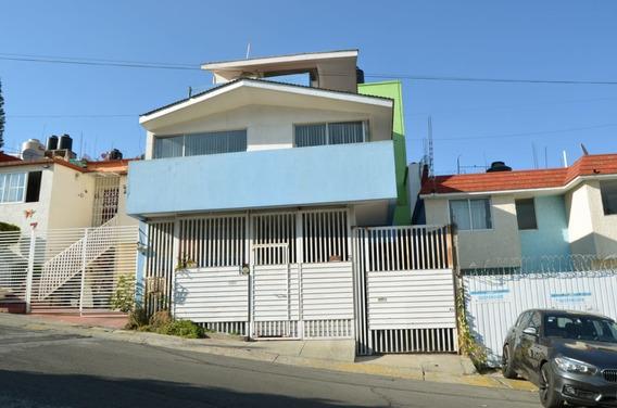 Zv1310 Con Excelente Ubicación, Ubicada En Esquina.
