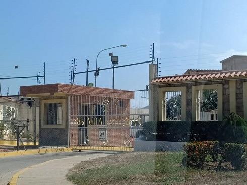 Asein Vende Bello Town House En Puerto Cabello