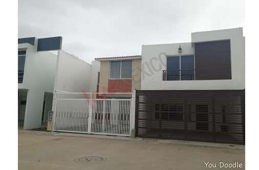 Casa En Venta En Residencial Los Lagos Fraccionamiento Muy Tranquilo Y Seguro Cerca De Zona Industrial