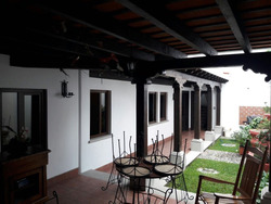 Casa Colonial En Antigua Guatemala / Caserón Español