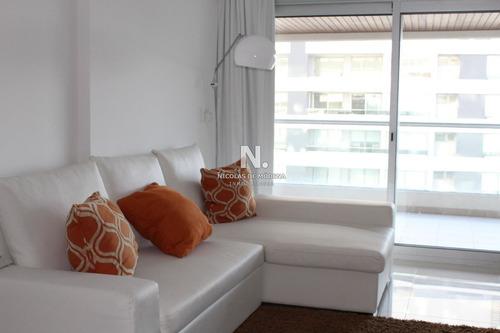 Apto 2 Dorm Y Medio, 2 Baños, Balcón- Ref: 1766