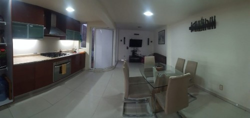 Muy Linda Casa Re-modelada De 3 Pisos En Col. Talpita