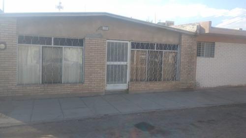 Imagen 1 de 12 de Casa En Venta A Solo Tres Cuadras De Zona Comercial.