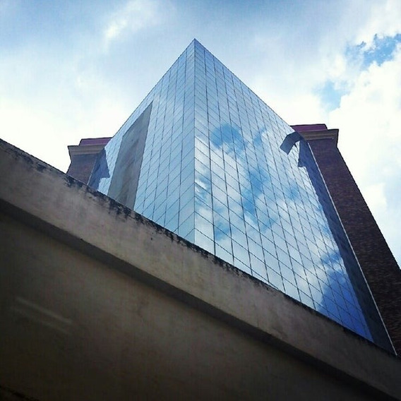Oficina En La Torre Leonardo Da Vinci Av Bolivar. Wc