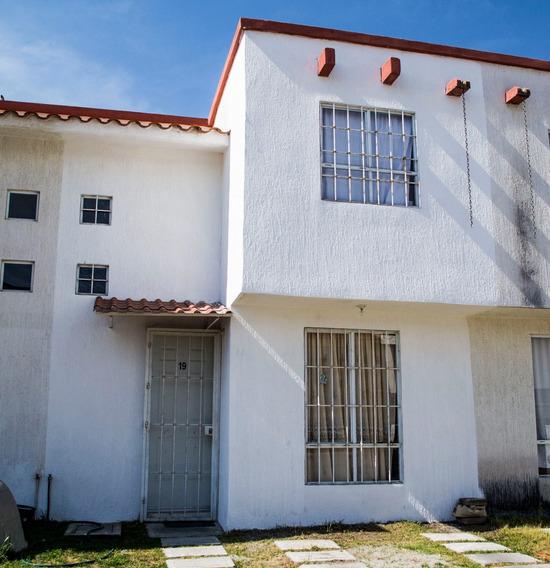 Casa En Fraccionamiento A 15 Min. De Galerias Metepec