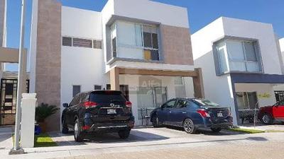 Casa Semi Nueva En Renta En Cumbres Del Lago Juriquilla, Privada Con Alberca