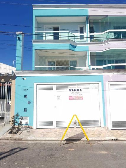 Casa Com 3 Suítes, Quintal Com Churrasqueira E Ampla Garagem