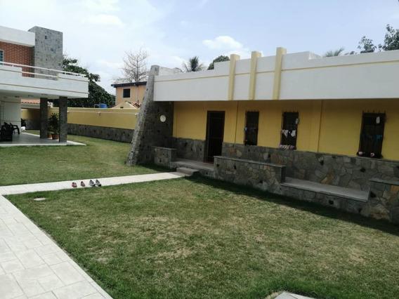 Quinta Moderna En Las Morochas