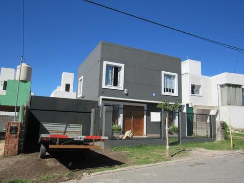 Imagen 1 de 12 de Casa De Tres Dormitorios En La Calera