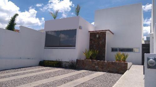 Hermosa, Real De Juriquilla, Una Planta, 3 Recámaras, Roof!!
