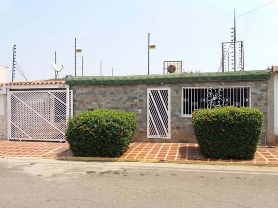 Casa En Venta. Altos De La Vanega. Mls 20-19946. Adl.
