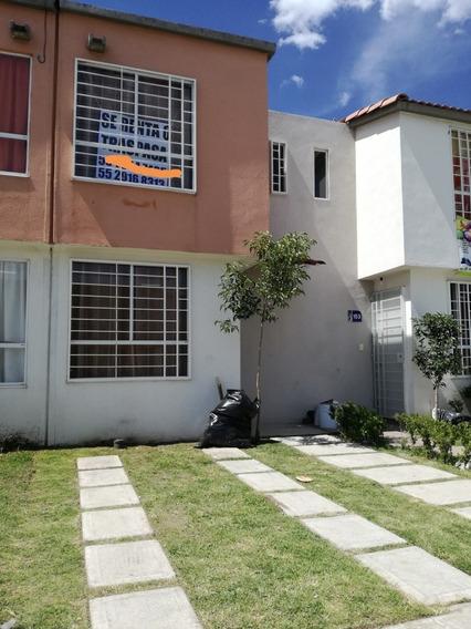 En Renta. Casa De 3 Rec. 2 Baños, Patio Techado Y Bardeado.
