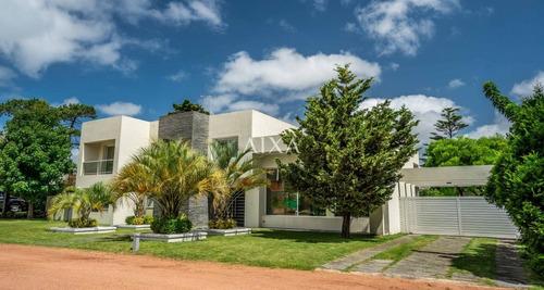 Casa En Punta Del Este, Mansa- Ref: 313