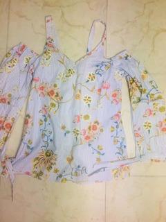 Blusa Off Shoulder Raya Y Flores Small