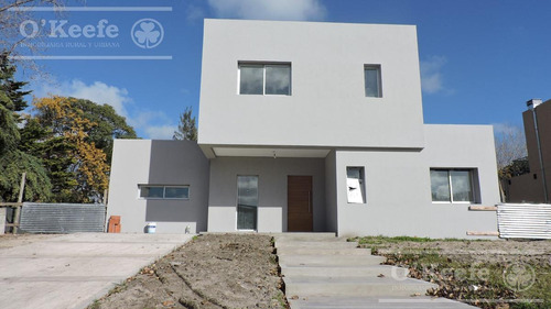 Casa En Venta En Las Golondrinas A Estrenar De 5 Ambientes Ahora Incluye Piscina Precio Promocion!