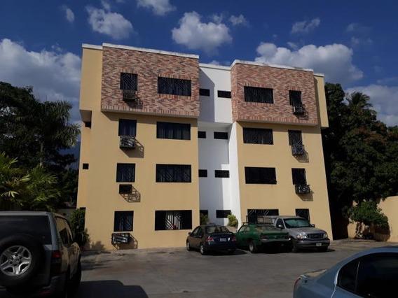 Confortable Apartamento En Alquiler. El Limon Cod 20-9880 Sh