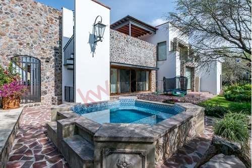 Casa De Lujo En Desarrollo Con Seguridad A Un Precio Accesible En Venta En San Miguel De Allende