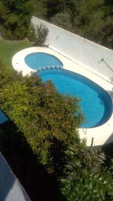 ¡¡¡ Hermosa Residencia Con Amplio Jardin En Bonita Zona !!!