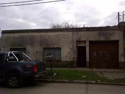 Casa 3 Amb Con Cochera Y Fondo, Hoy Oficinas De Personal