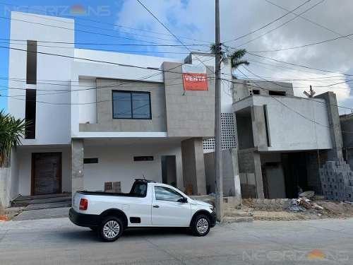 Casa En Venta En Col. Universidad Sur, Tampico, Tamps