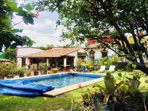 Se Vende Casa Sola De 5 Recamaras Y Alberca En La Colonia Maravillas En Cuernavaca