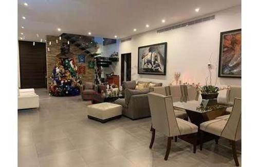 Residencia Contemporanea En Renta