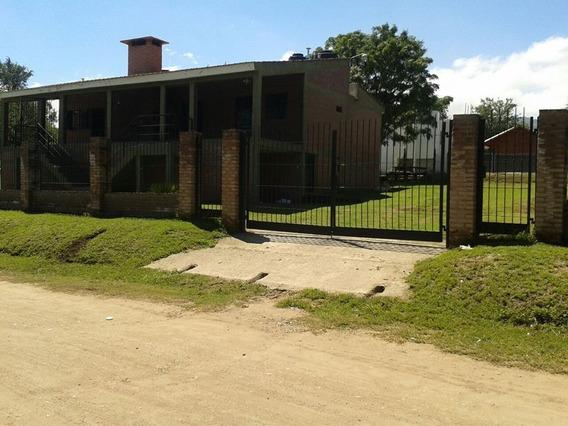 Dos Casas, Pileta De Natacion Y Gran Parque