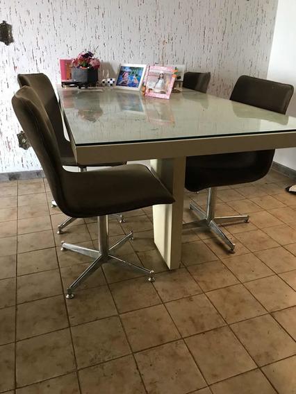 Mesa Com 4 Cadeiras Giratórias
