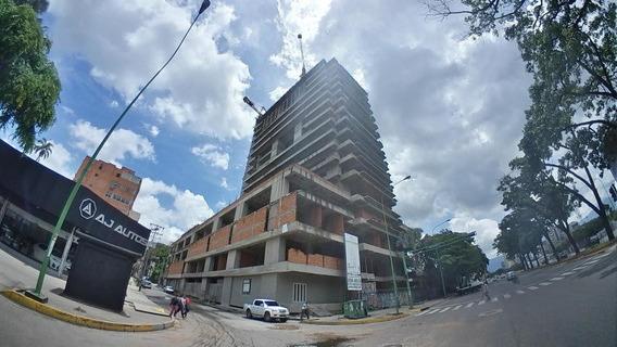 Centro Comercial En Venta Av Bolivar Valencia 20-12661 Gz