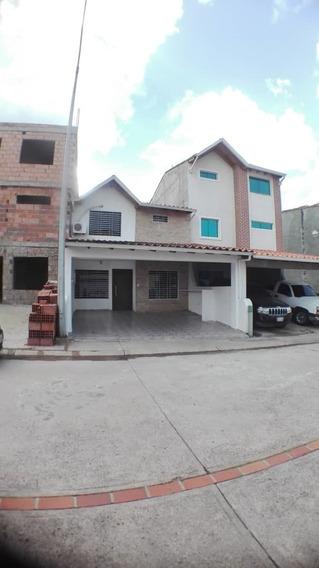 Casa, Habitación Principal Con Baño Privado
