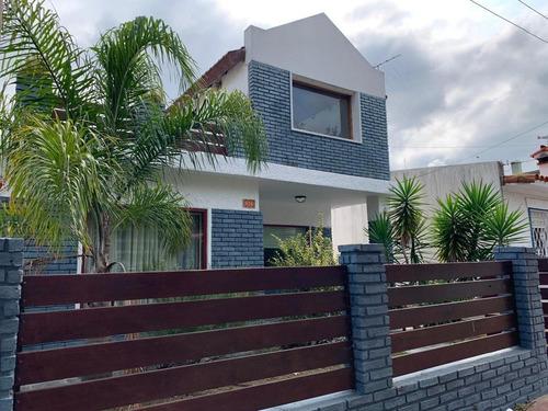 Casa De 4 Dormitorios 2 Baños  Amplio Living Y Cocina