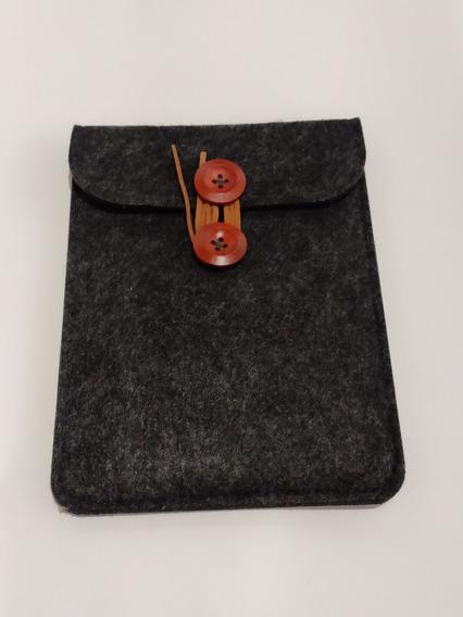 Capa Vintage Luxo Preto Envelope Botão Bambu Serve Para Kindle - Novo Kindle - 10g - Paperwhite 1 2 3 E 4