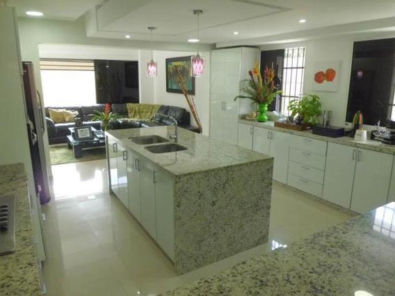 Casa En Venta En El Trigal Norte Valencia Codigo 20-16 Gz