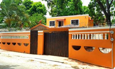 Casa En Urbanización Mirador Del Yaque