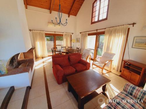 Casa En Manantiales- Ref: 1398