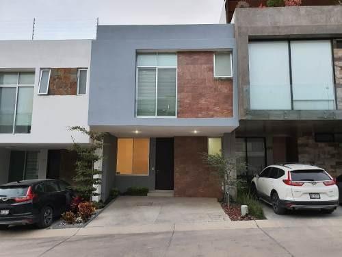 Casa 104 Altavista Residencial