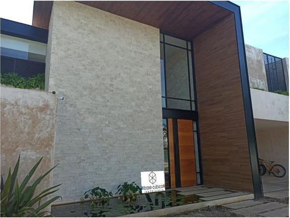 Espectacular Casa Dentro Del Yucatán Country Club En Privada Exclusiva
