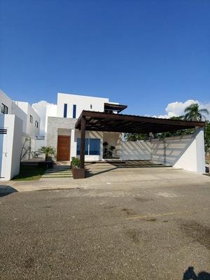 Hermosa Villa En La Urbanización Doral Park.