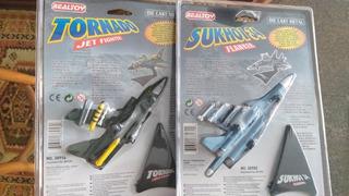 Lote De 2 Miniaturas De Aviões Em Escala 1/100 Da Realtoy