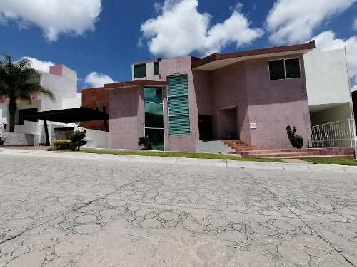 Casa En Venta En Cumbres Del Cimatario Con Alberca Techada