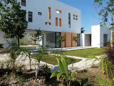 Divina Residencia En Venta En Privada, A Solo 15 Min De Plaza Altabrisa.