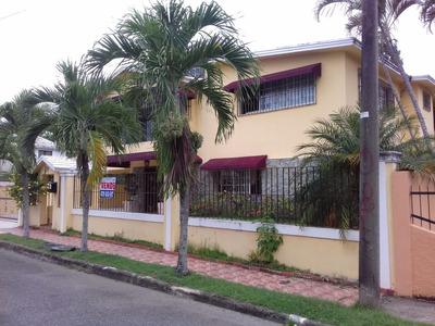 Vendo Casa En Alameda 2 Niveles, 4 Hab. 4 Parqueos Piscina
