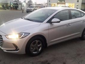 Hyundai Elantra 2016 Casi Nuevo