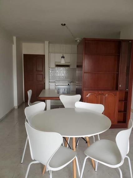 Apartamento En Alquiler En La Urb. La Soledad