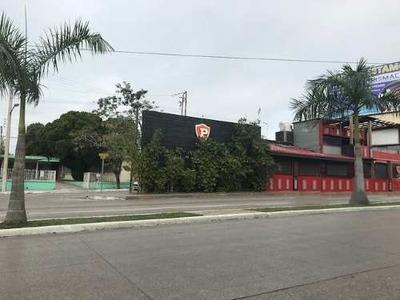 Renta De Local Comercial Sobre Av. Universidad, Col. Petrolera