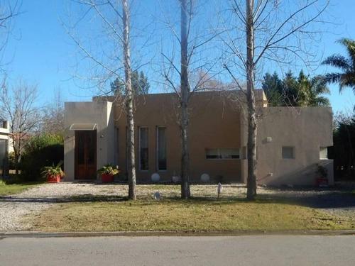 Venta - Casa Estilo Moderno De 210 M2  Bayugar Negocios Inmobiliarios