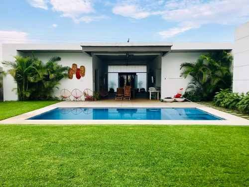 Hermosa Casa De Un Nivel En Venta Dentro Del Exclusivo Club De Golf Santa Fe