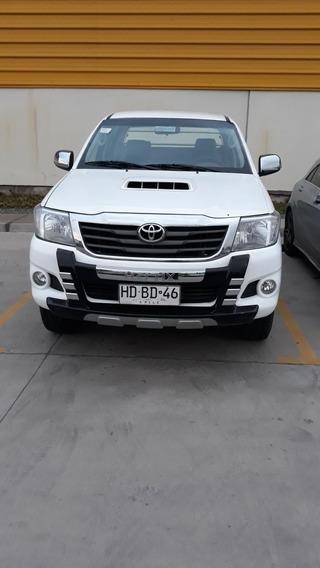 Toyota Hilux 2.5. 4x2