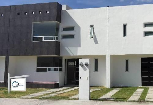 En Hacienda Las Trojes, 3 Recámaras, Estudio, Jardín, Privada, Hermosa