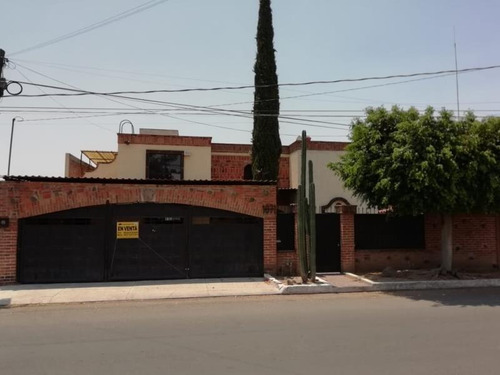 Imagen 1 de 12 de Casa Sola En Venta Villas De Irapuato